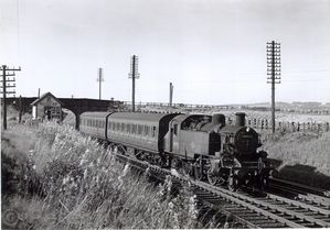 Q73-6_84025_on_Motor_Train_ECS_Bo2Cton_to_Horwich___Horwich_Fork_Jn_20-Sep-65_600dpi.jpg