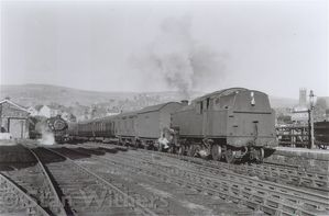 SW1_8_84029_Horwich_Stn_16_54_SX_to_man_Vic.jpg
