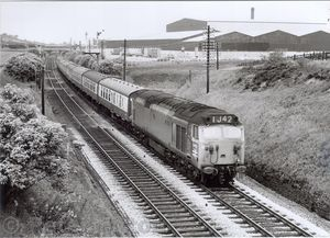 V6-2_424_on_Glasgow_-_Manchester_at_site_of_Horwich_Fork_Jn_28-Jul-70_600dpi.jpg